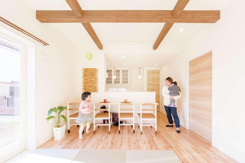 2男4女、大家族の笑顔が弾ける畳リビングのある家