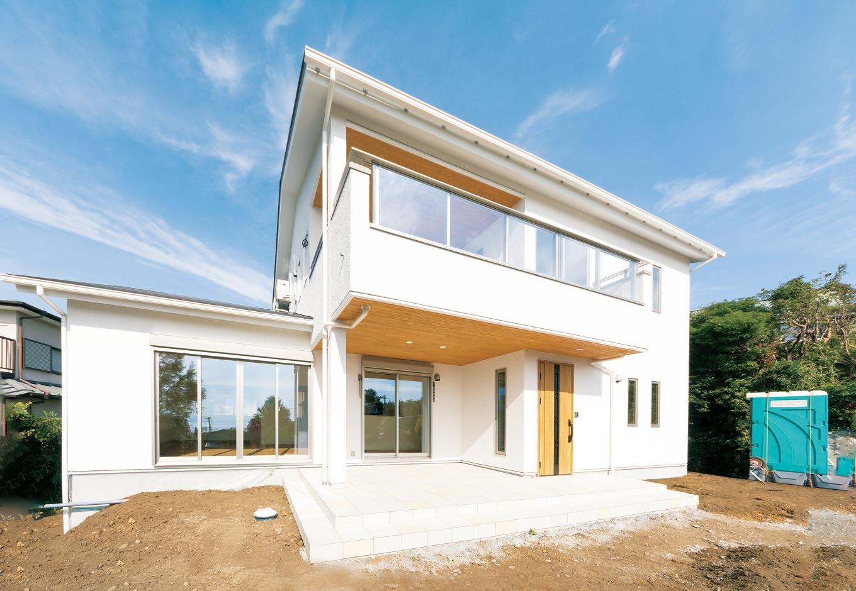 R+house沼津(HOUSE PLAN)【省エネ、夫婦で暮らす、間取り】窓はすべてアルゴンガス入りのペアガラスと樹脂サッシを採用し、断熱性能をアップ