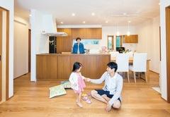 若いご夫婦の手本になる 暮らしを楽する北欧風の家