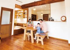 こだわりの自然素材の家が 家族の笑顔と幸せをつくる
