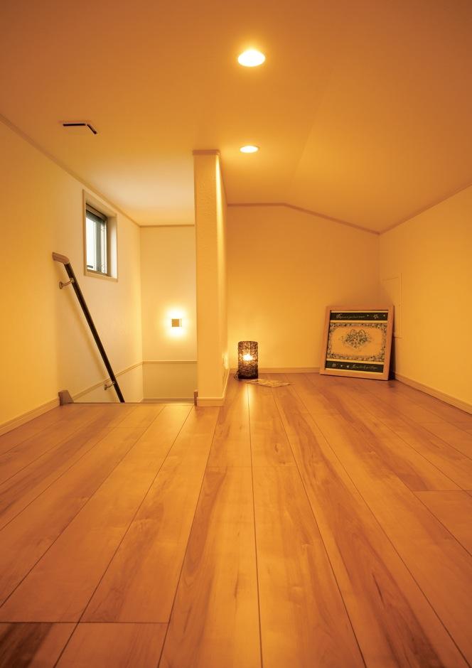 クレバリーホーム浜松東店【収納力、省エネ、間取り】常設階段で上がる5.5畳のロフトスペースは、集中収納にはもちろん、書斎やライブラリーにも活用できる