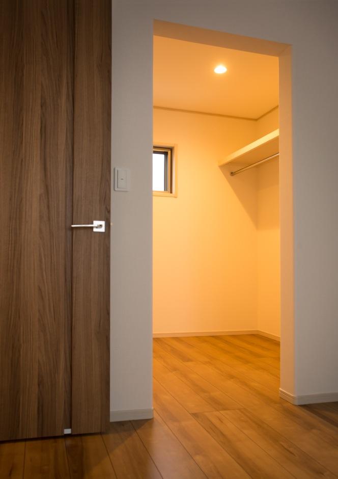クレバリーホーム浜松東店【収納力、省エネ、間取り】寝室に設置したウォークインクローゼットは3畳分の広さがあるので、使い勝手は抜群
