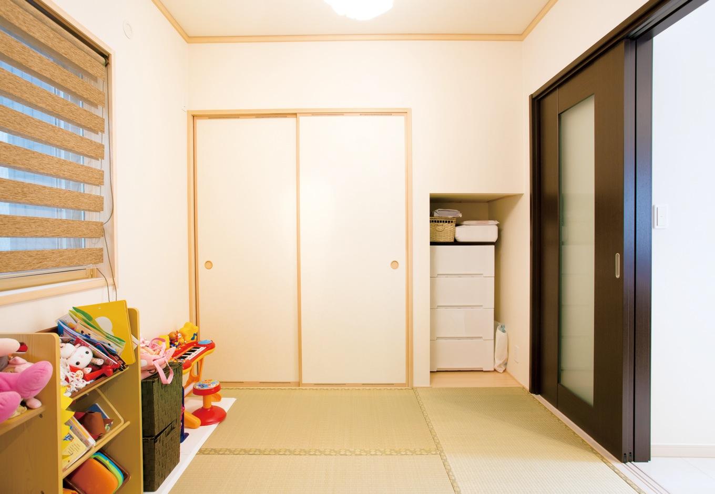 クレバリーホーム浜松東店【子育て、収納力、間取り】現在は子どもの遊び場に使用している和室。引き戸が壁に収まるため、開放してリビングと続き間にも