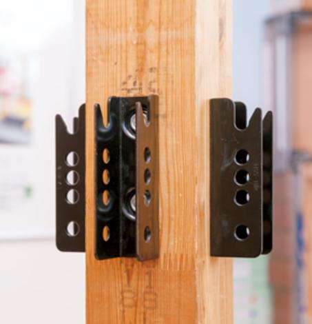 高強度の構造材とオリジナル金物で耐震性をアップ