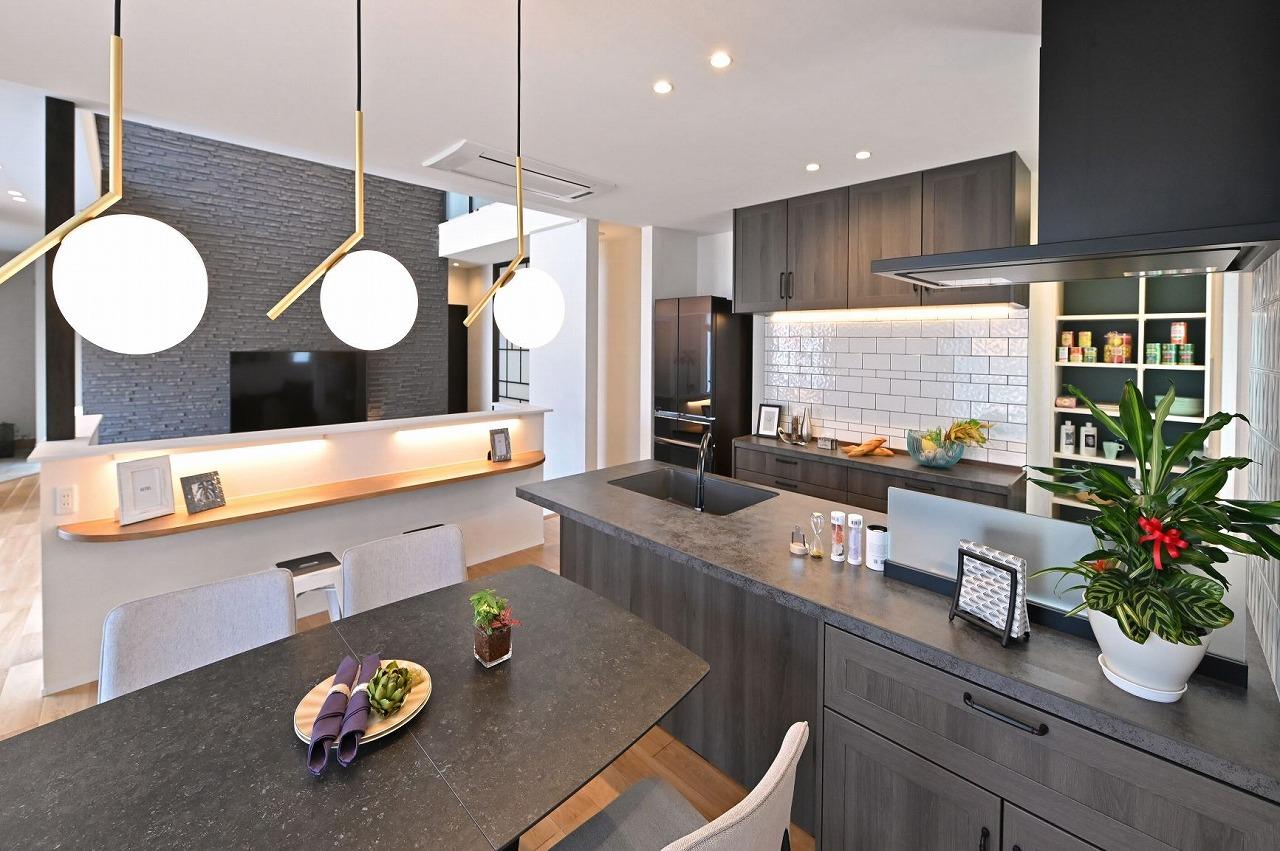 クレバリーホーム浜松東店【浜松市南区南区青屋町400 ・モデルハウス】使い勝手とデザインの美しさを両立したダイニングキッチン。最新の設備を体感することが出来る