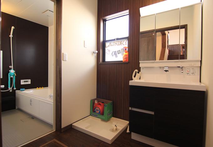 BinO清水 ブルーワン【1000万円台、自然素材、スキップフロア】お風呂&脱衣所スペースも広いから家族みんなで入れちゃう♪