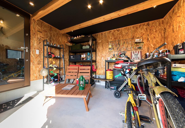 BinO清水 ブルーワン【1000万円台、自然素材、スキップフロア】外とつながっているアウトドアストッカーは大容量収納として大活躍! アウトドア用品や部活道具の収納。大好きなバイクの修理までできるマルチスペース