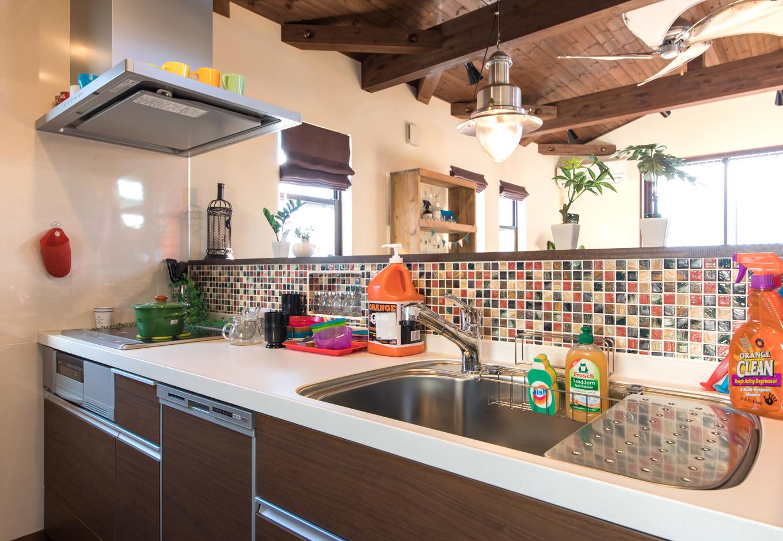BinO清水 ブルーワン【1000万円台、自然素材、スキップフロア】毎日オシャレに暮らしたいけど、キッチンは実用的であってほしい。 BinOのキッチンは広々空間&たっぷり収納で整理整頓も楽チン!