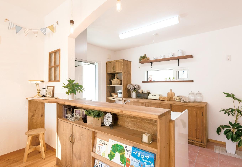 Art Wood Home (永建)【輸入住宅、自然素材、デザイン住宅】キッチンの造作家具は『Art Wood Home永建』のオリジナル。手作り感のある仕上がりにほっこり