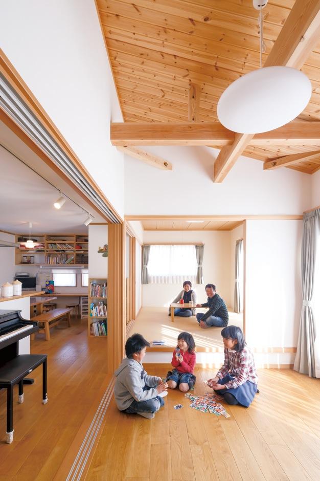二世帯の笑顔が弾ける本物素材の和モダン住宅