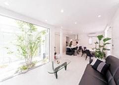 どの部屋からも中庭が見える COOL&モダンな家