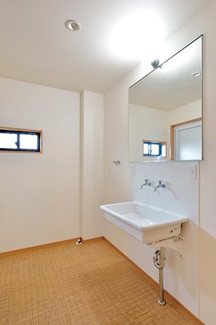 ito-pro イトープロ|昔の小学校にあったようなレトロなデザインの洗面台