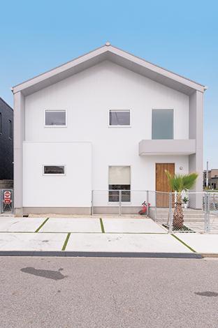 SEVEN HOUSE/セブンハウス【デザイン住宅、輸入住宅、間取り】きれいな五角形の家は軒と壁を出すことによって全体を縁取ったような個性的なデザインに