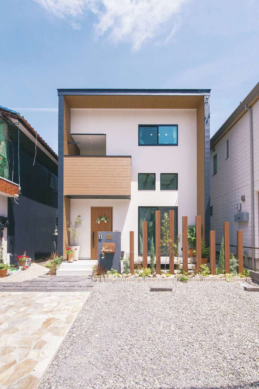 SEVEN HOUSE/セブンハウス【デザイン住宅、趣味、間取り】直線のみで構成されたシンプルな外観だが、異なる色と質感の建材、大小の窓の動きのある配置により飽きの来ないデザインを実現