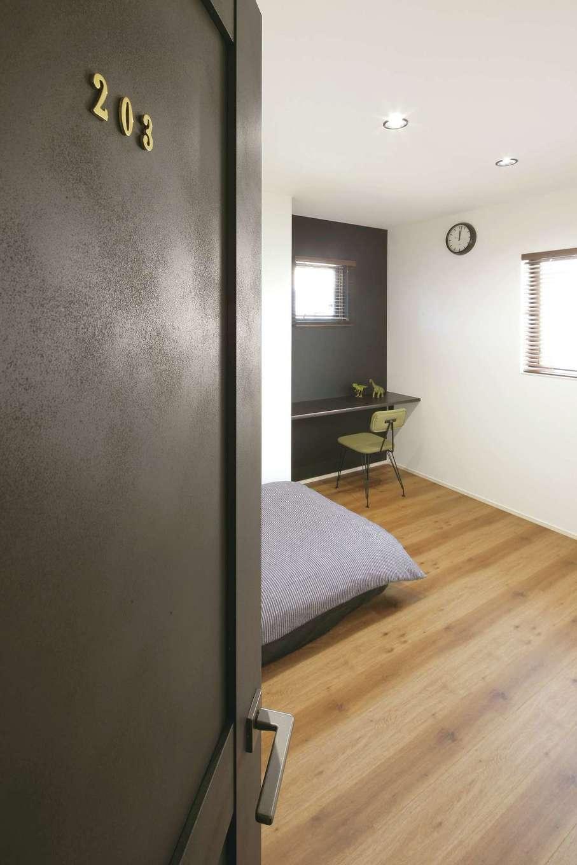 SEVEN HOUSE/セブンハウス【デザイン住宅、間取り、インテリア】2階に主寝室、子ども部屋、ゲストルームなどの個室をまとめ、ホテルをイメージしてルームナンバーを付けた