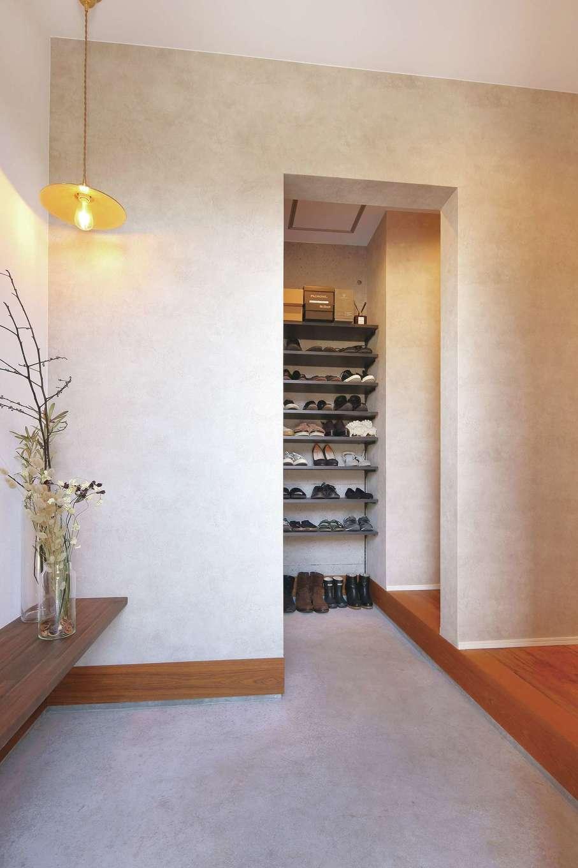 SEVEN HOUSE/セブンハウス【デザイン住宅、間取り、インテリア】玄関ホールに仕切りを付け、ゲスト用と家族用に分けた