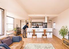 ぬくもり空間+オーダー家具 手づくり感を大切にした家