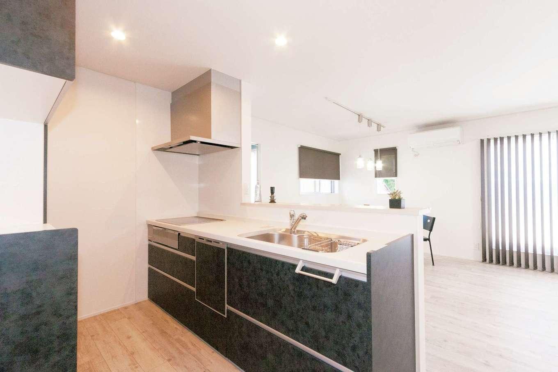 ハウジング小林【デザイン住宅、二世帯住宅、間取り】永く使い続けることを考え、デザインと機能性を兼ね備えたキッチン