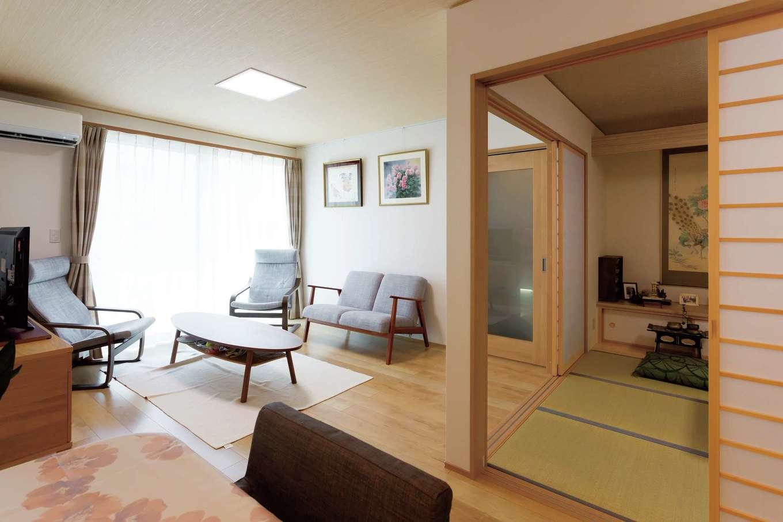 ハウジング小林【デザイン住宅、二世帯住宅、間取り】和室は引込み戸を採用