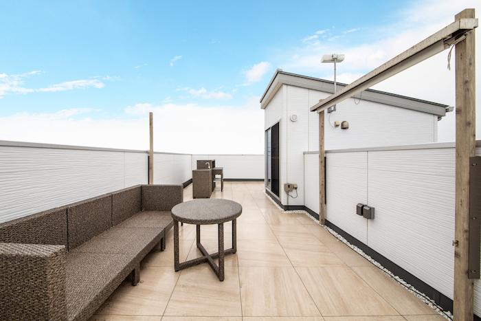 ハウジング松本【浜松市南区中田島町544-1・モデルハウス】広々スペースの屋上庭園。オプションでナイトラウンジやドッグガーデンなど目的に応じてカスタムもできる