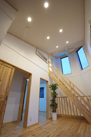 メテックス建築事務所【1000万円台、子育て、省エネ】天井高を十分に感じられる広々とした空間を演出している2階部分