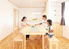 木の香りが心地いい家は 家族に優しいスマートハウス