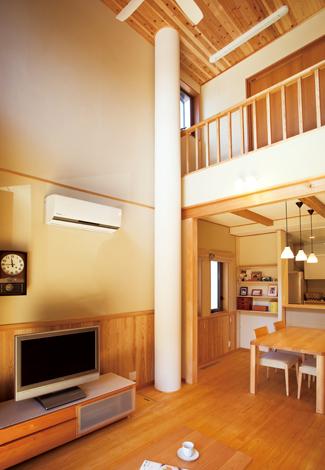 ソーラーホーム/OMソーラーの家【自然素材、省エネ、間取り】屋根で温められた空気はダクトを通じて床下へ