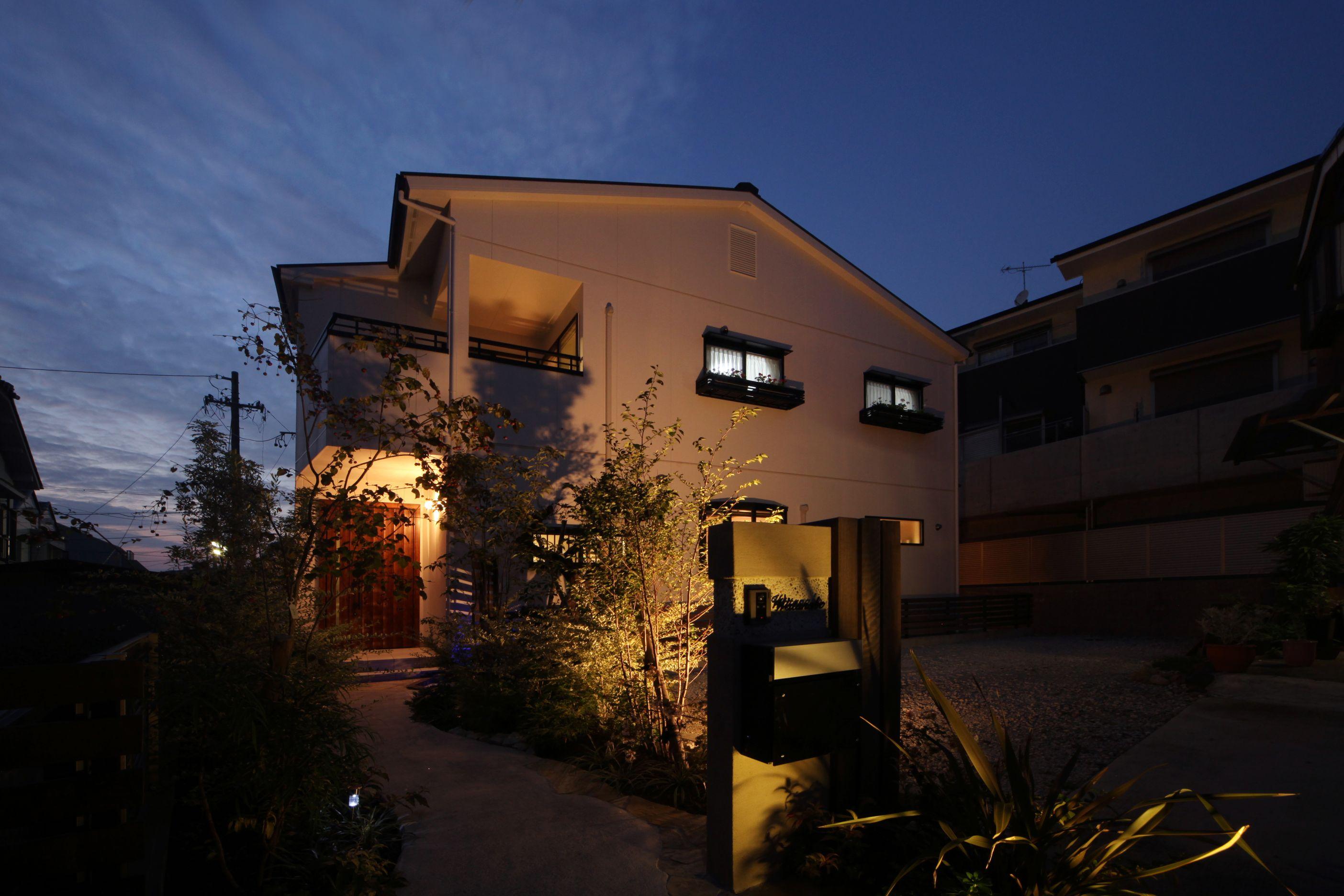 ソーラーホーム/OMソーラーの家【デザイン住宅、子育て、省エネ】周囲で一際存在感のある外観。デザイン性の高さも同社だからこそだ