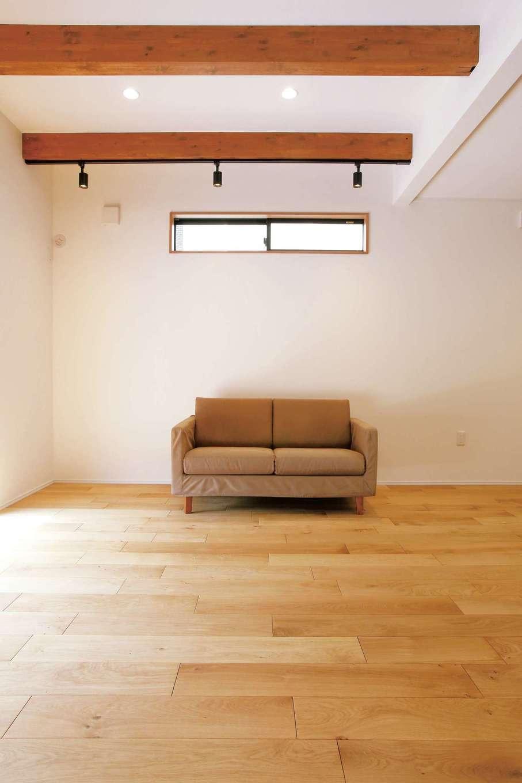 片桐建設【1000万円台、デザイン住宅、自然素材】無垢の床と梁に癒されるリビング。子どもたちが付けた無数のキズも味になる