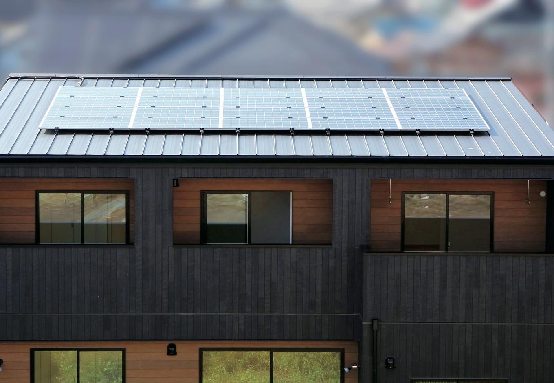 片桐建設【デザイン住宅、輸入住宅、省エネ】太陽光発電は省エネ大国ドイツ生まれのグローバルブランド、Qセルズ社製。高い実発電量を発揮し、国内最高レベルの25年の出力保証を誇る