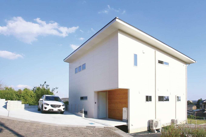片桐建設【1000万円台、デザイン住宅、趣味】シンプルなフォルムと真っ白な外観