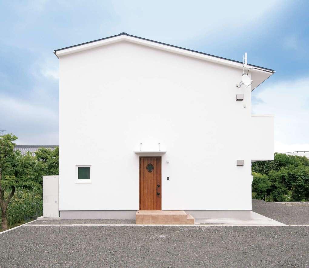 低燃費住宅 静岡(TK武田建築)【子育て、自然素材、省エネ】夏の西日を室内に入れないために、極力西側には窓を配置しない設計