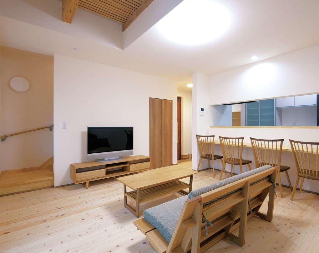 低燃費住宅 静岡(TK武田建築)【子育て、自然素材、省エネ】少ないエネルギーで夏は27℃、冬は20℃をキープする室内。冬の朝でも冷え込まず、梅雨時もベタつかない