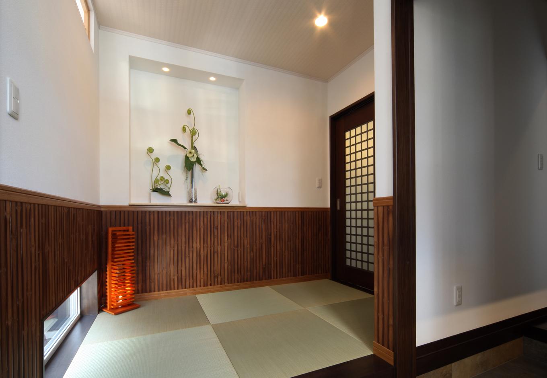 住起産業【収納力、和風、省エネ】ゲストを迎え入れる玄関ホールには畳が敷き詰められ、安らぎが生まれる空間に