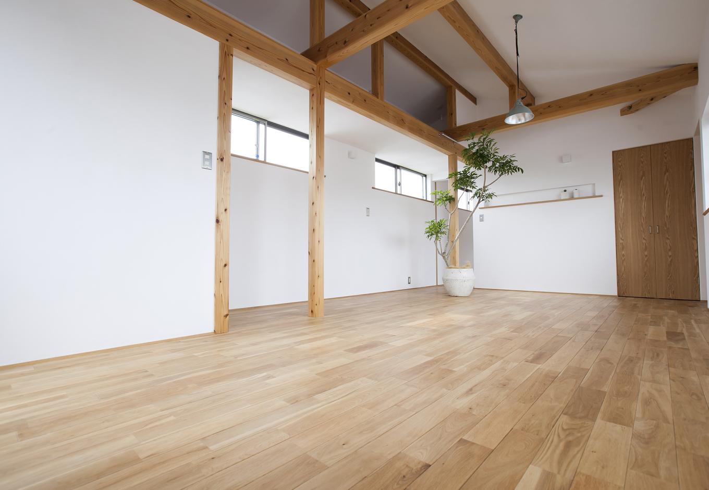 kotokoto.一級建築士事務所【デザイン住宅、自然素材、間取り】2階の子供部屋は、解放感のある1フロアに。将来簡単に間仕切ことができるような工夫がされている。
