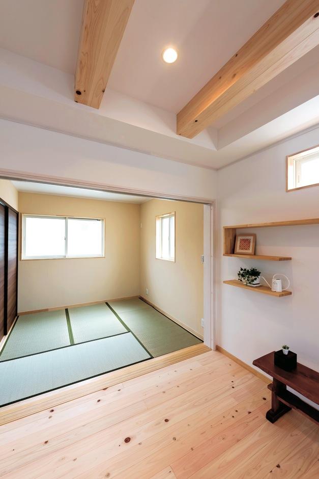 イーホーム【子育て、収納力、間取り】バリアフリーで続く和室。リビングの延長として使えるので、空間に広がりが生まれる