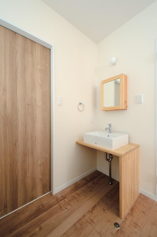 内田建設【収納力、間取り、建築家】将来の二世帯同居に備えて、2階にも造作の洗面台を設置