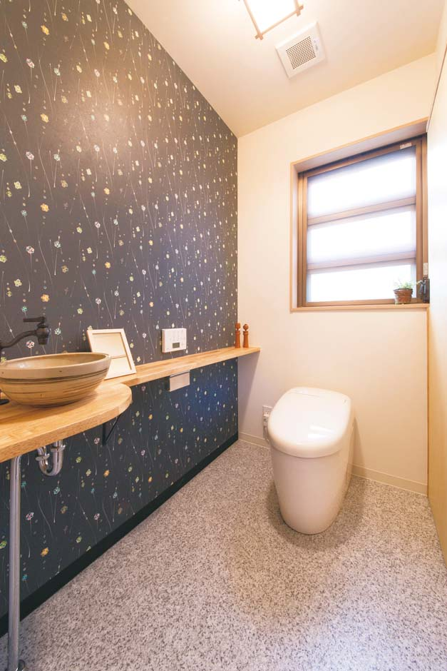 内田建設|トイレは間口を広くとり、大型収納を設置