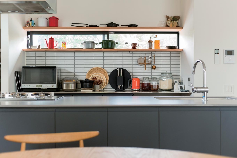 「見せる収納」で使う人のセンスがにじみ出るキッチン