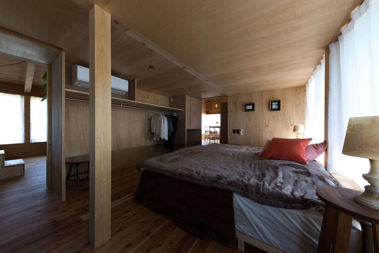 建杜 KENT(大栄工業)【デザイン住宅、建築家、インテリア】寝室部分はクローゼットでパーテーションし、プライベート空間を確保