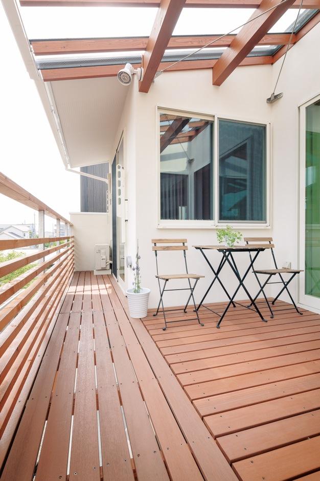 建杜 KENT(大栄工業)【間取り、建築家、ガレージ】キッチンの正面には2階バルコニー。広がる空を眺めながら料理できる