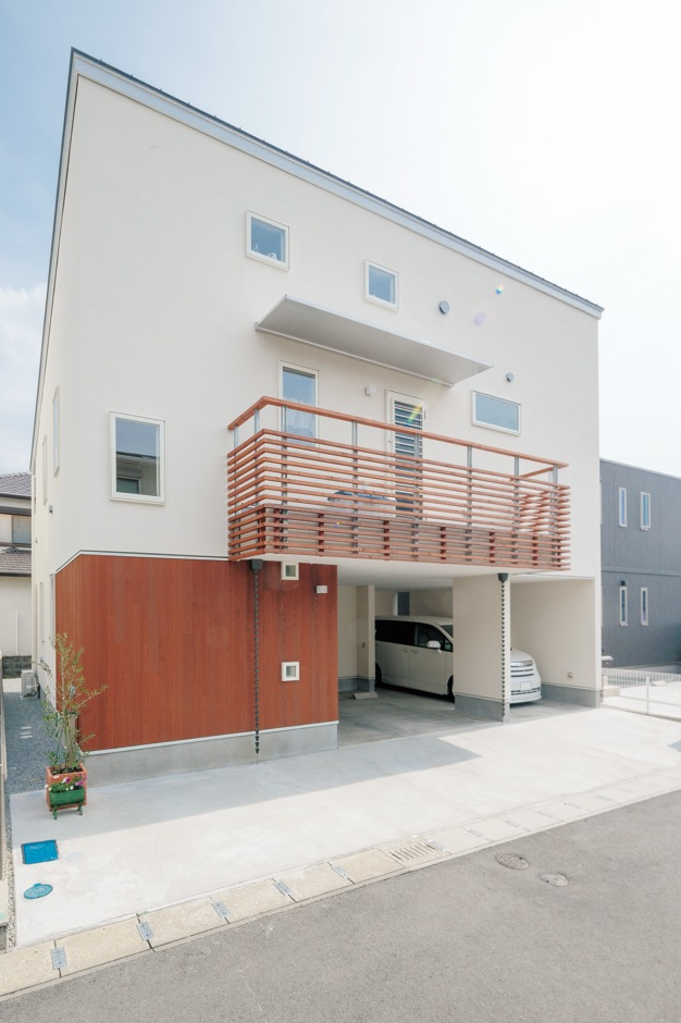 建杜 KENT(大栄工業)【間取り、建築家、ガレージ】壁に張られたレッドシダーがナチュラルな雰囲気を醸し出す