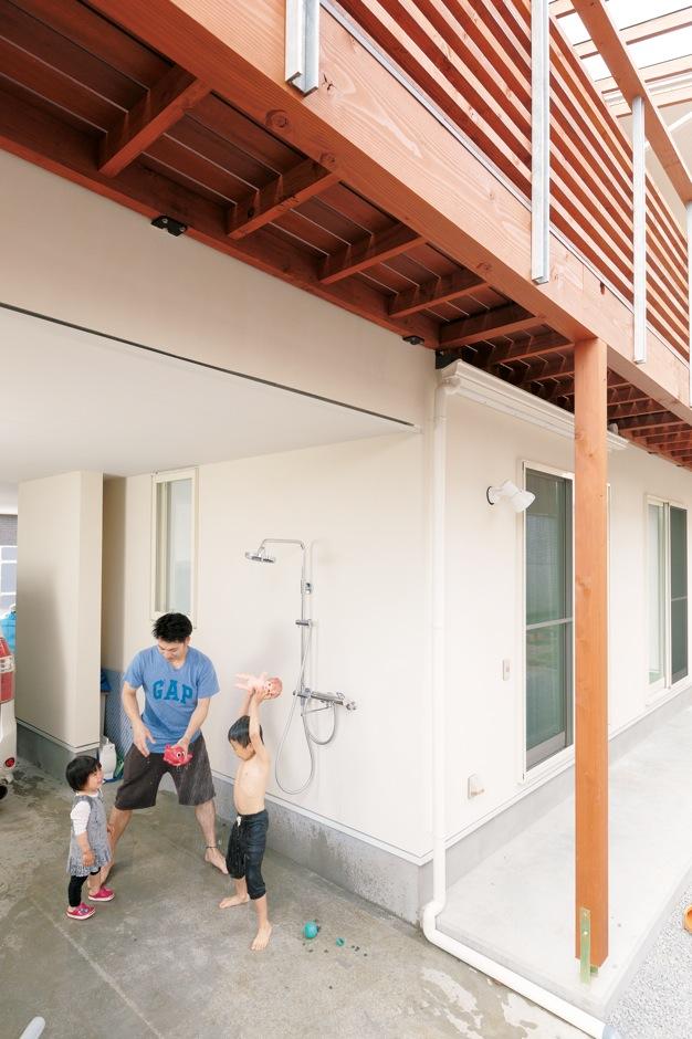建杜 KENT(大栄工業)【間取り、建築家、ガレージ】1階のインナーガレージには、夏の水遊びにも洗車にも使えるシャワー付き