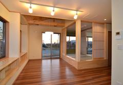 解放感とプライベート空間を考慮した二世帯住宅