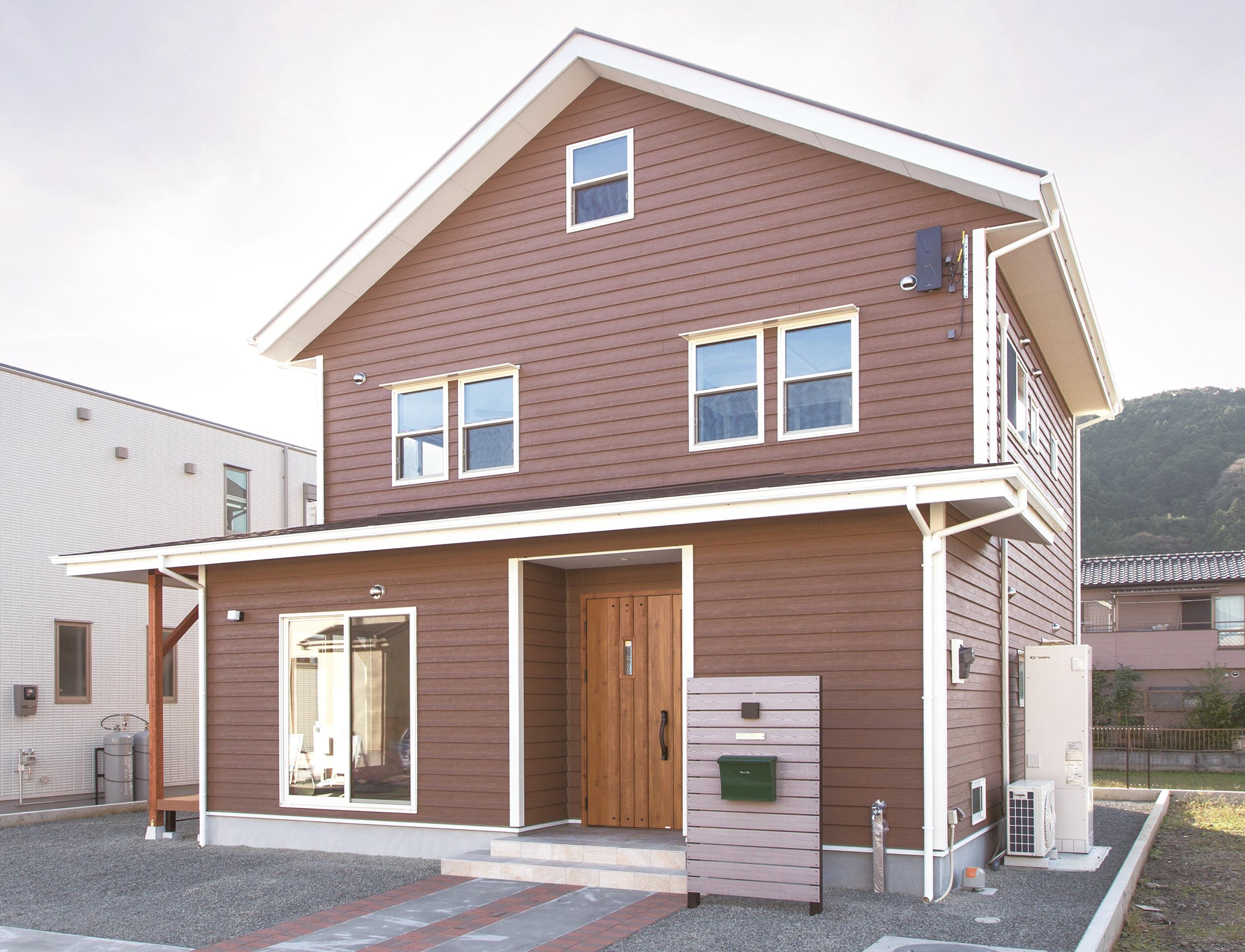 Ayami建築工房【二世帯住宅、間取り、輸入住宅】外観は甘すぎない、ボーイッシュなアメリカンスタイル