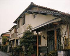 築43年の外壁を塗り替え、屋根材を変更する前の外観
