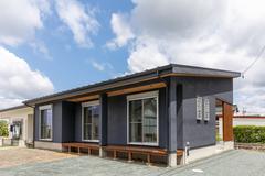 本体価格1,068万円で叶えた自然素材の平屋