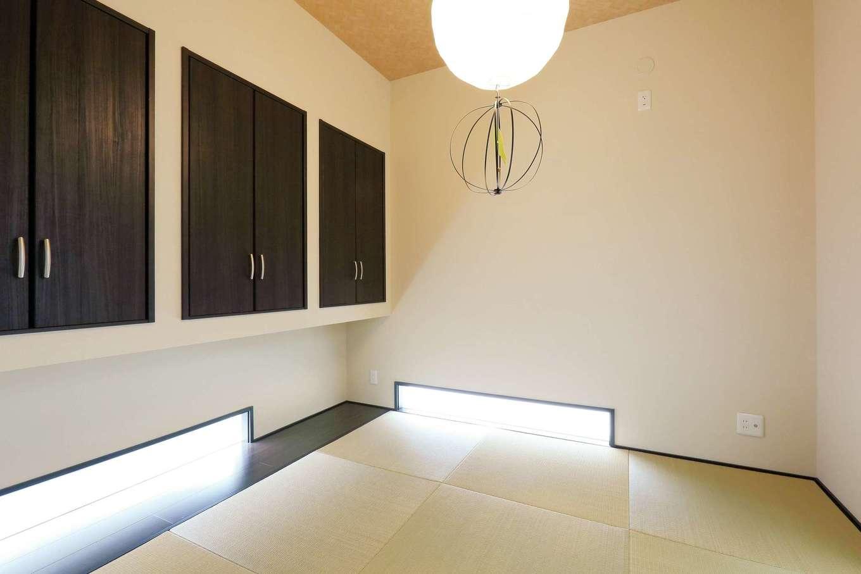 丸昇彦坂建設【間取り、ペット、インテリア】地窓を設けて採光を確保したデザイン和室。吊り押入れにしたことで空間をより広く見せることができる