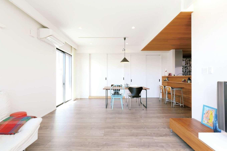 丸昇彦坂建設【デザイン住宅、趣味、インテリア】LDKと和室と合わせると22.8畳の大空間
