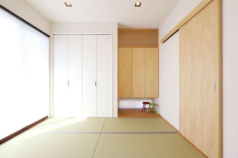 丸昇彦坂建設【デザイン住宅、趣味、インテリア】リビングと続き間の和室。地窓から光を取り入れるとともに視線が抜けて、開放的に感じられる